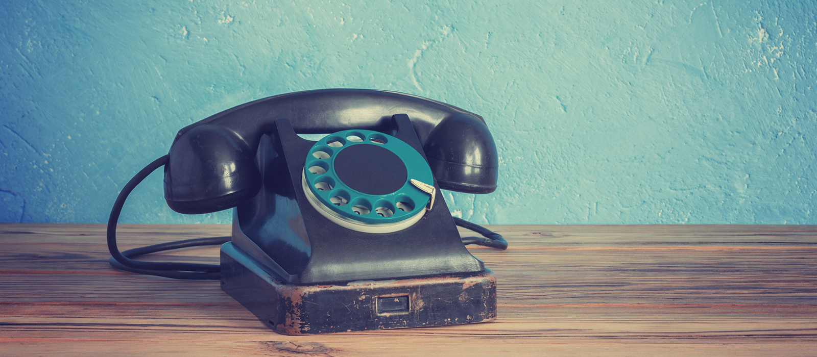 iStock-512204924 old telephone phone banner